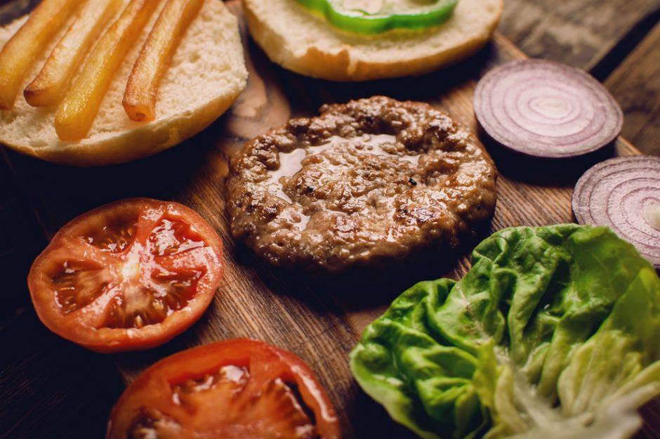 https://yemek.com/tarif/hamburger-koftesi/ | Hamburger Köftesi Tarifi