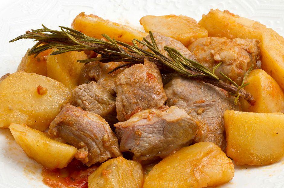 https://yemek.com/tarif/patates-yemegi/ | Patates Yemeği Tarifi