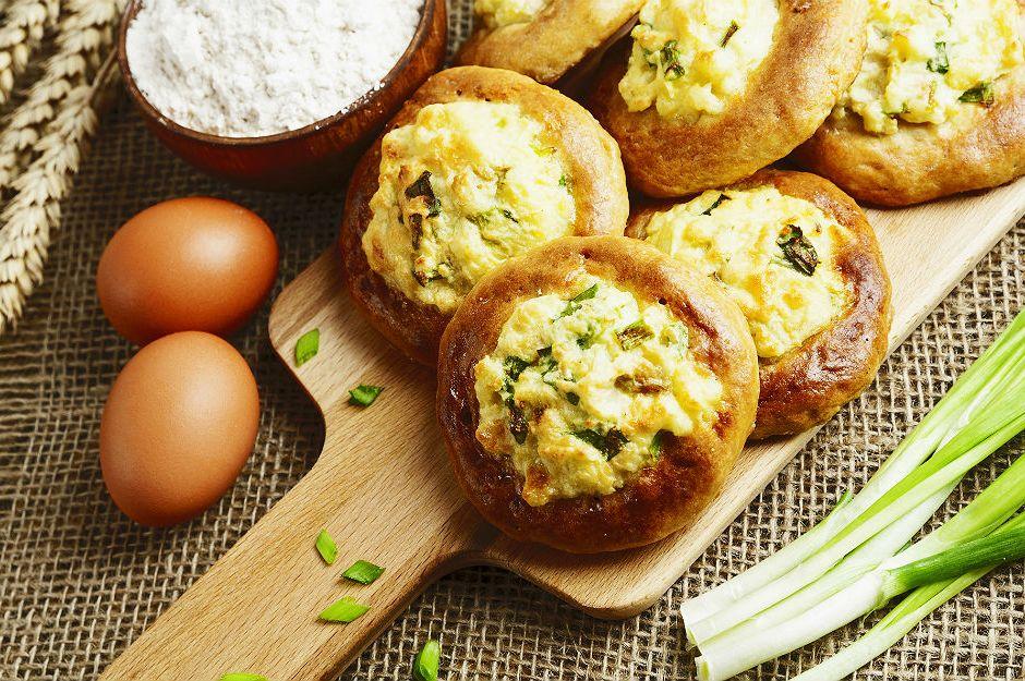 http://yemek.com/tarif/peynirli-corek/ | Peynirli Çörek Tarifi