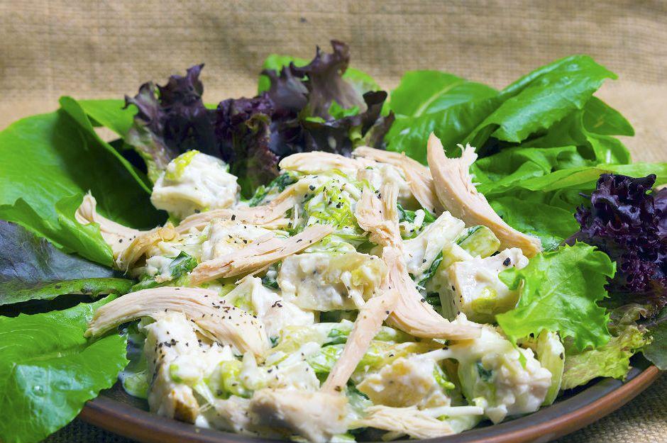 https://yemek.com/tarif/tavuk-salatasi/#.WOdN1NKLTIV| Tavuk Salatası Tarifi