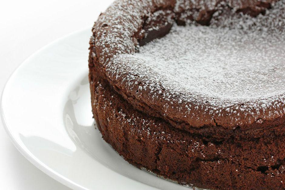 İki Malzemeli Çikolatalı Kek Tarifi
