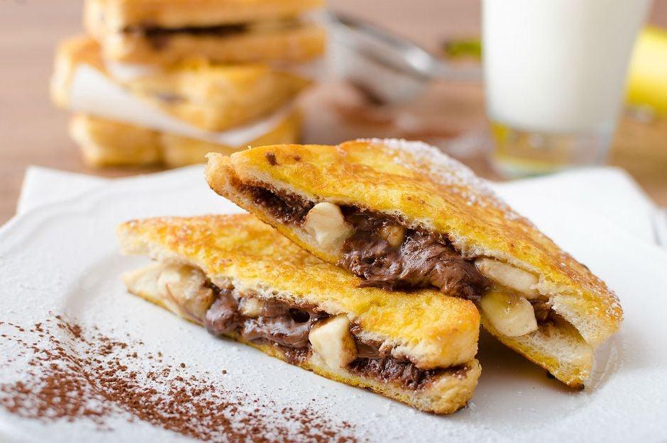 https://yemek.com/tarif/muzlu-cikolatali-fransiz-tostu/ | Muzlu Çikolatalı Fransız Tostu Tarifi