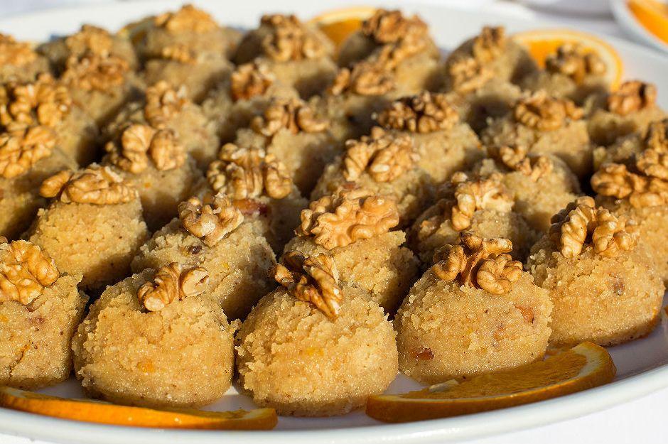 https://yemek.com/tarif/portakalli-irmik-helvasi/ | Portakallı İrmik Helvası Tarifi