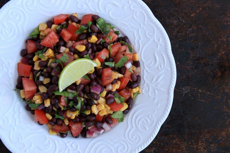 http://yemek.com/tarif/meksika-salatasi/ | Meksika Salatası Tarifi