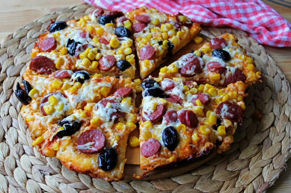 https://yemek.com/tarif/tavada-pizza/   Tavada Pizza Tarifi