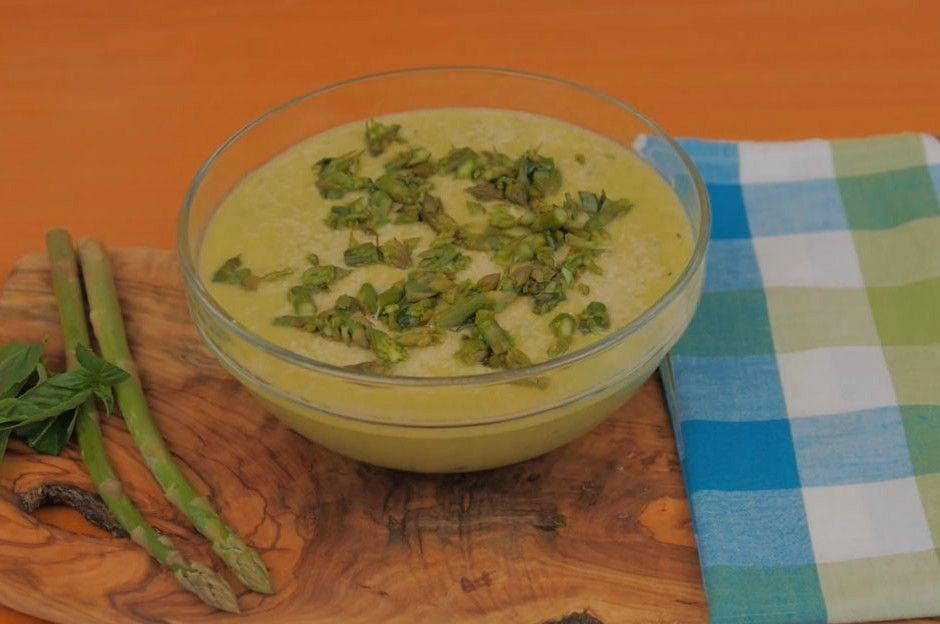 http://yemek.com/tarif/parmesanli-kuskonmaz-corbasi | Parmesanlı Kuşkonmaz Çorbası Tarifi