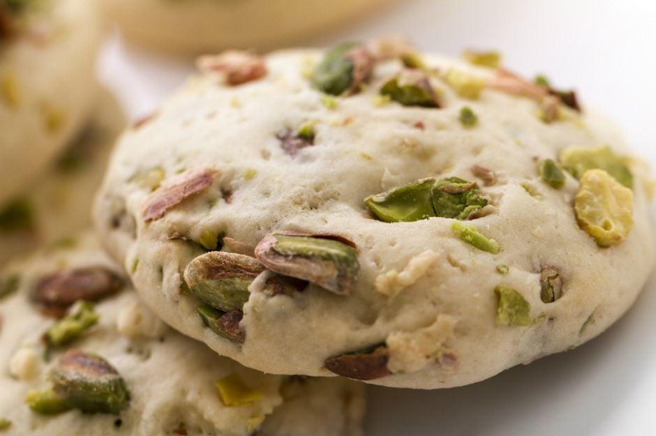 https://yemek.com/tarif/kuru-armut-fistikli-kurabiye/ | Kuru Armutlu ve Fıstıklı Kurabiye Tarifi