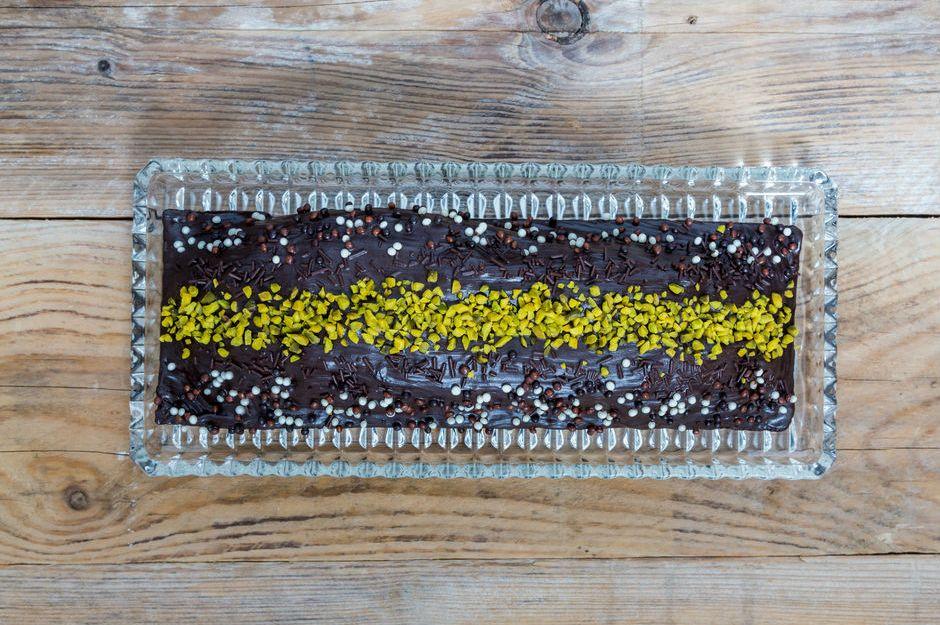 https://yemek.com/tarif/antep-fistikli-nutellali-kek/ | Antep Fıstıklı Nutellalı Kek Tarifi