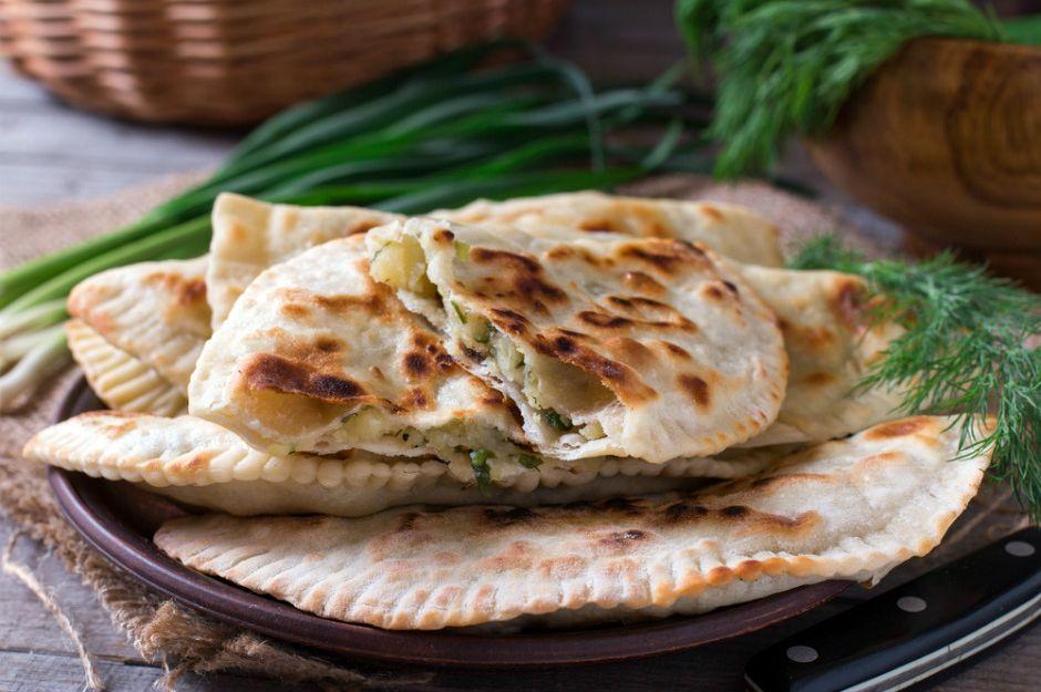 https://yemek.com/tarif/peynirli-otlu-gozleme/ | Patatesli Otlu Gözleme Tarifi