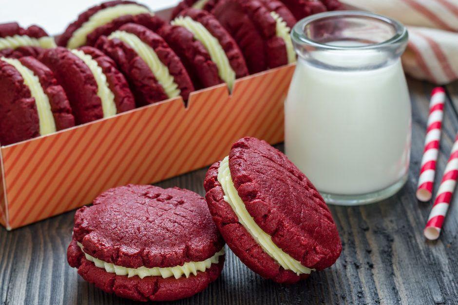 https://yemek.com/tarif/kirmizi-kadife-kurabiye | Kırmızı Kadife Kurabiye Tarifi