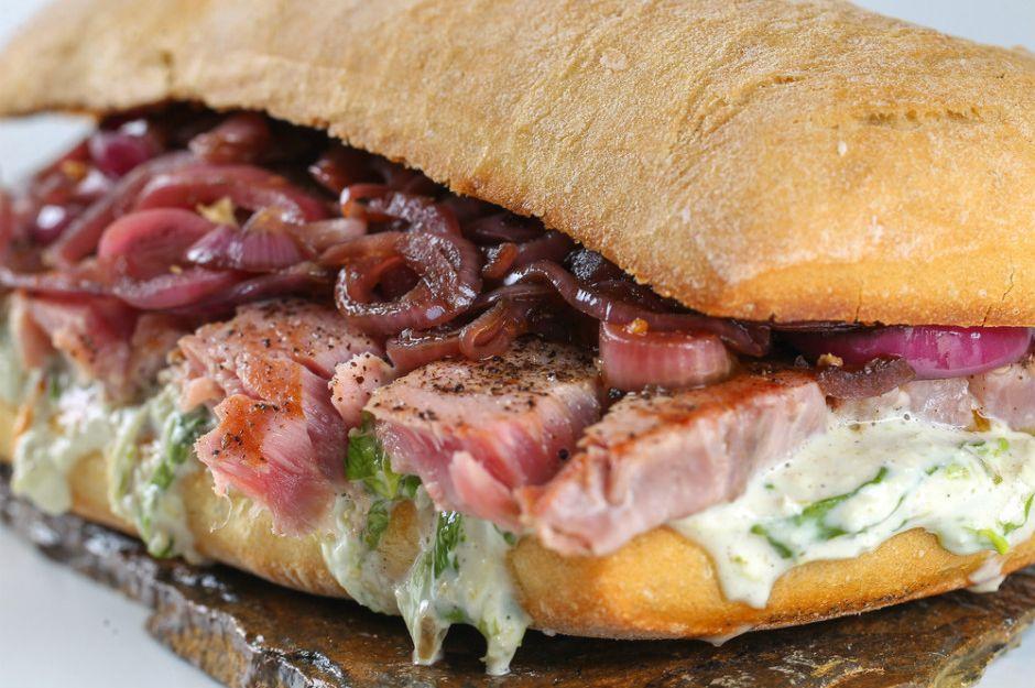 https://yemek.com/tarif/ton-balikli-sandvic/  | Ton Balıklı Sandviç tarifi