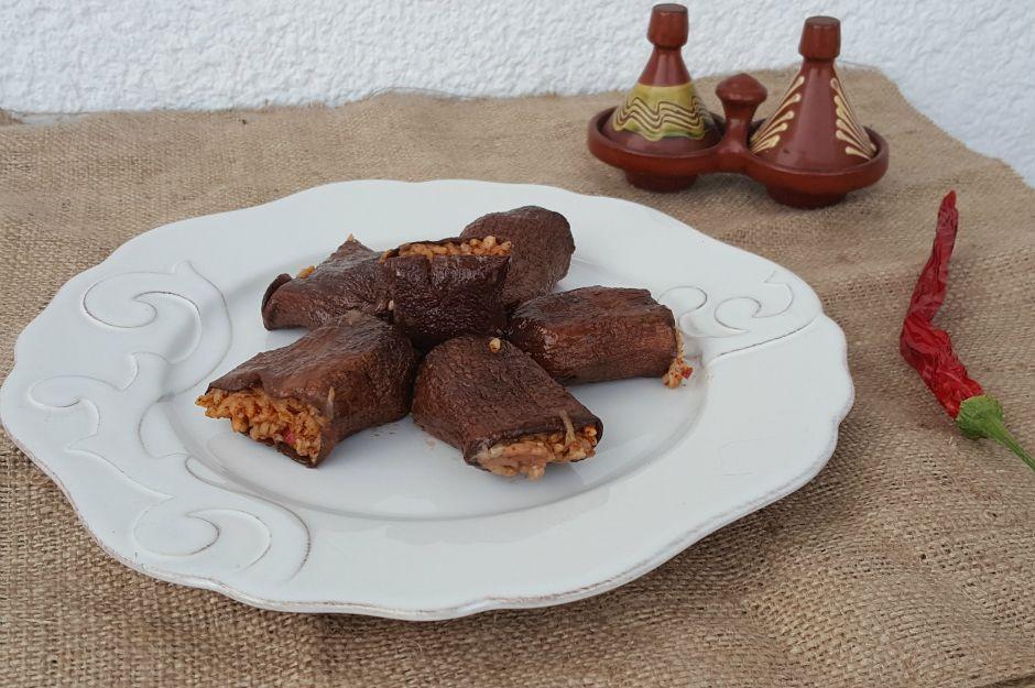 https://yemek.com/tarif/zeytinyagli-kuru-patlican-dolmasi/  | Zeytinyağlı Kuru Patlıcan Dolması Tarifi