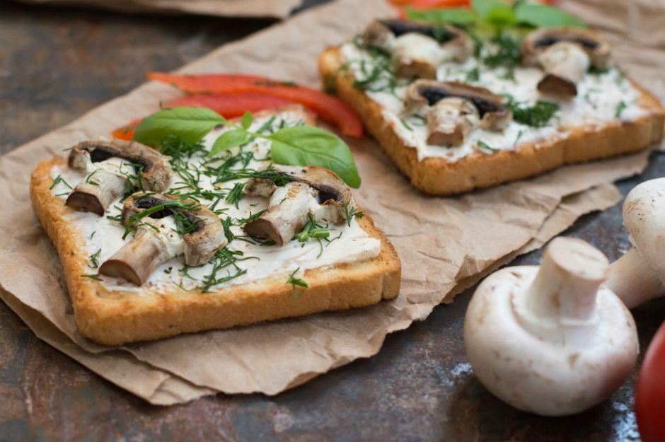 https://yemek.com/tarif/mantarli-acik-tost | Mantarlı Açık Tost Tarifi