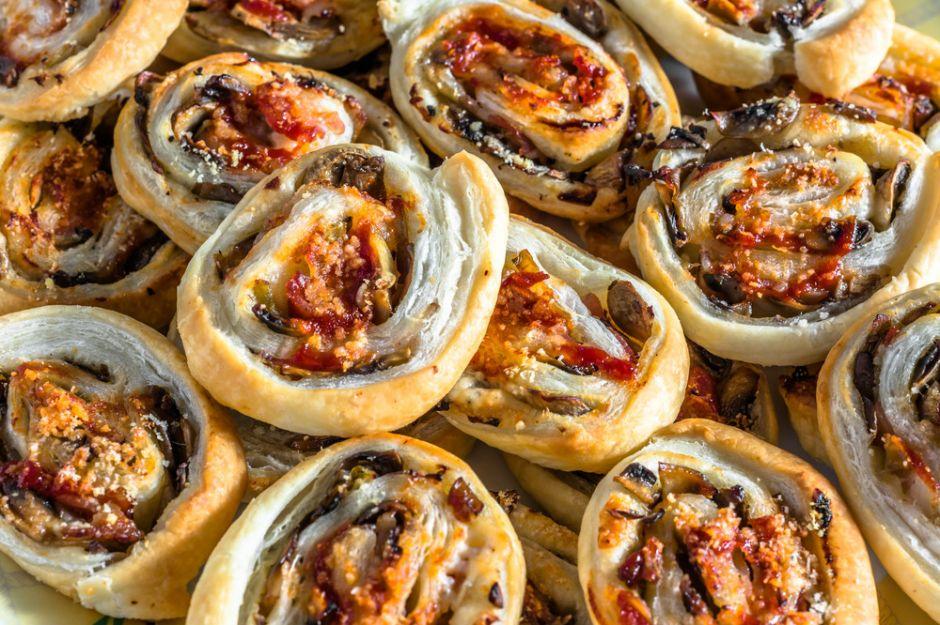 https://yemek.com/tarif/patlicanli-milfoy-rulolari/ | Patlıcanlı Milföy Ruloları Tarifi