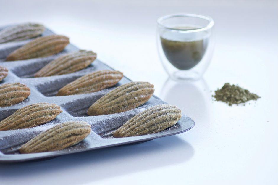 https://yemek.com/tarif/yesil-cayli-madlen-kek | Yeşil Çaylı Madlen Kek Tarifi