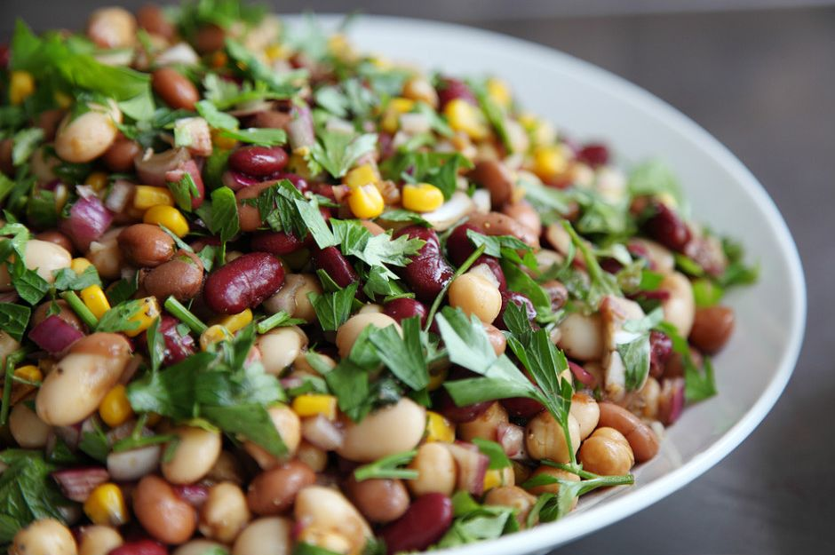 https://yemek.com/tarif/uc-fasulye-salatasi | Üç Fasulye Salatası Tarifi