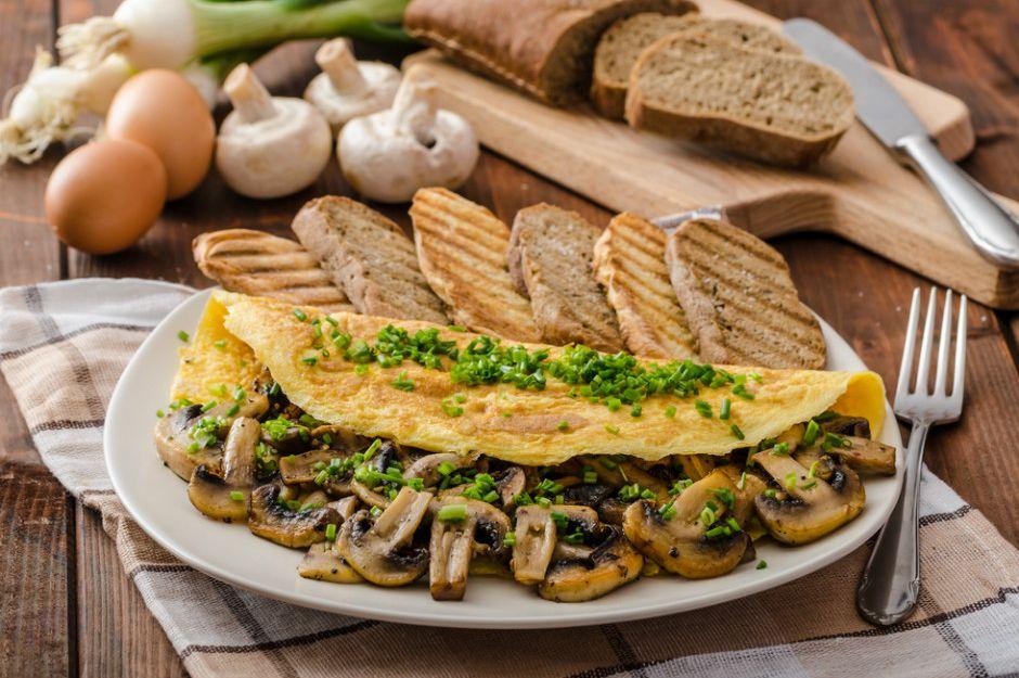 https://yemek.com/tarif/mantarli-omlet | Mantarlı Omlet Tarifi