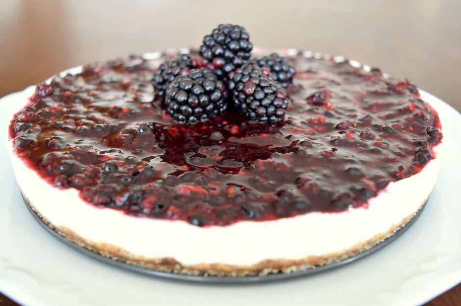 https://yemek.com/tarif/balli-bogurtlenli-cheesecake | Ballı Böğürtlenli Cheesecake Tarifi