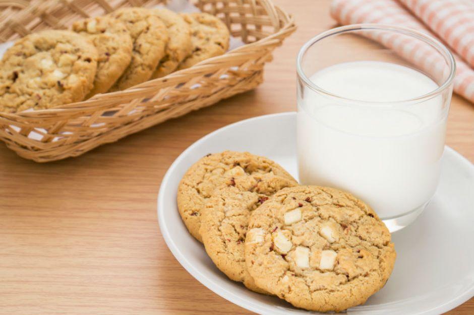 https://yemek.com/tarif/beyaz-cikolatali-kurabiye | Beyaz Çikolatalı Kurabiye Tarifi