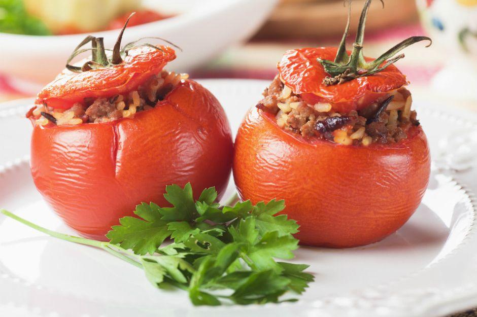 https://yemek.com/tarif/domates-dolmasi/ | Domates Dolması Tarifi