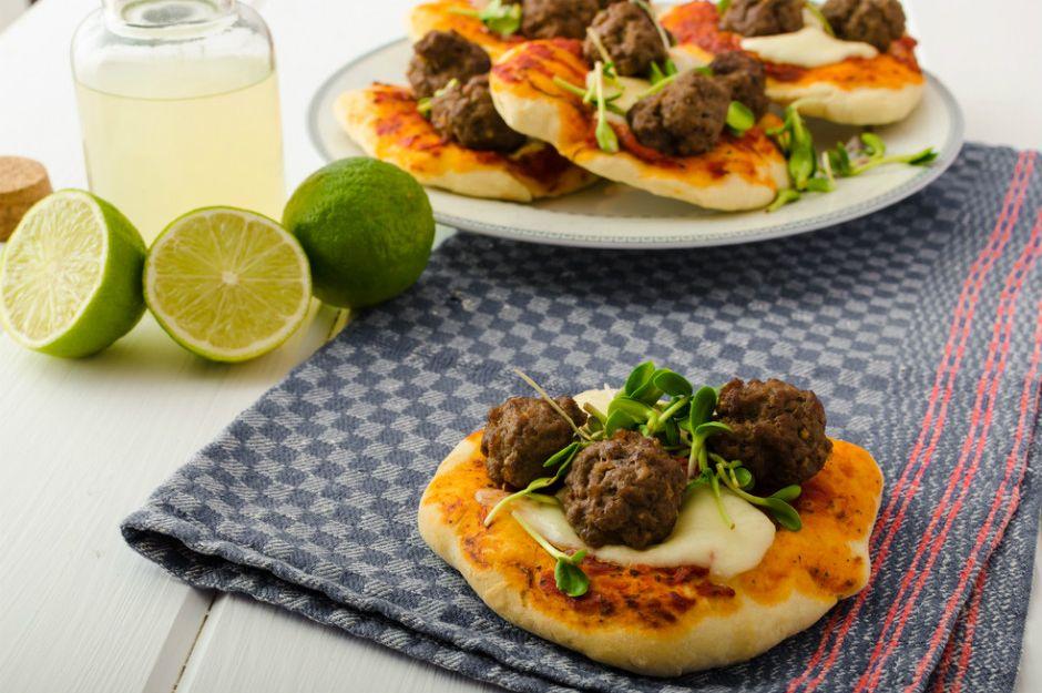 https://yemek.com/tarif/kofteli-pizza | Köfteli Pizza Tarifi