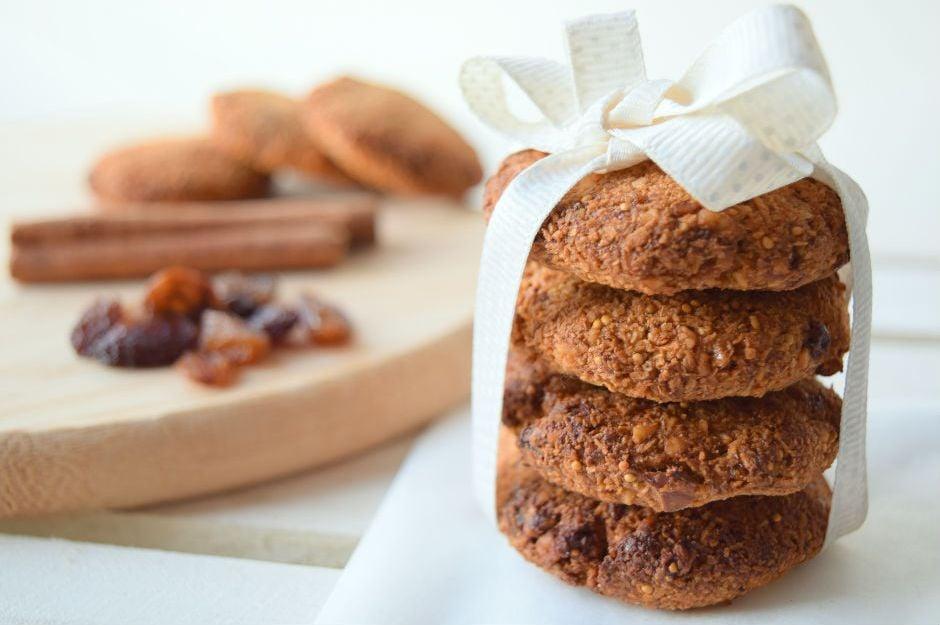 https://yemek.com/tarif/muzlu-incirli-kurabiye| Muzlu İncirli Kurabiye Tarifi