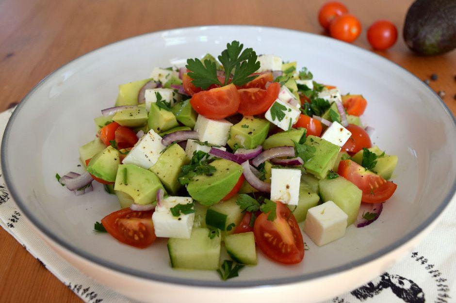 https://yemek.com/tarif/peynirli-avokado-salatasi | Peynirli Avokado Salatası Tarifi