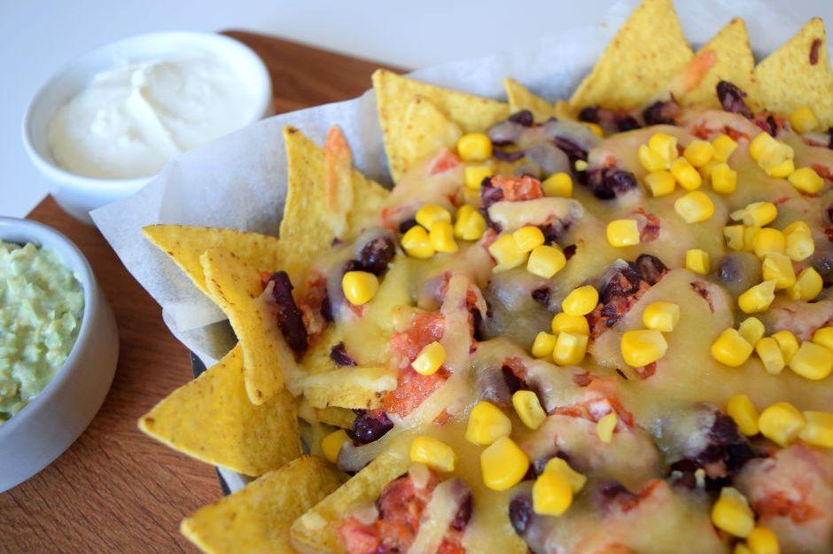 https://yemek.com/tarif/salsa-soslu-nachos/ | Salsa Soslu Nachos Tarifi