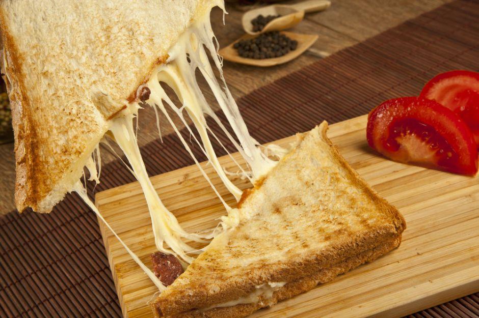 Cift sucuklu bol kasarli tost - 4 1