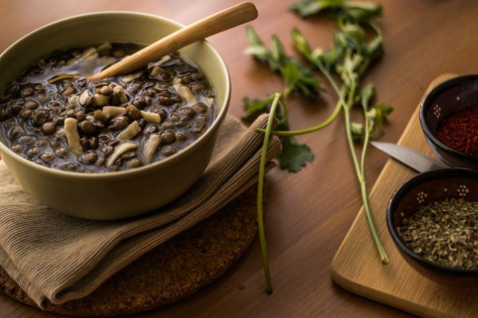 https://yemek.com/tarif/eristeli-yesil-mercimek-corbasi | Erişteli Yeşil Mercimek Çorbası Tarifi