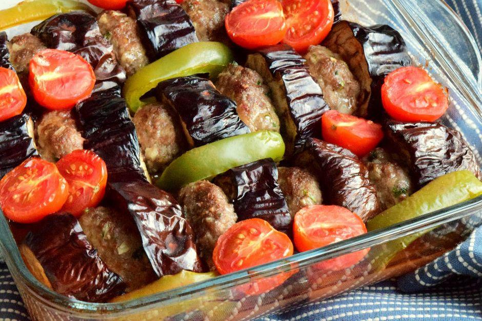 https://yemek.com/tarif/firinda-patlican-kebabi/ | Fırında Patlıcan Kebabı Tarifi