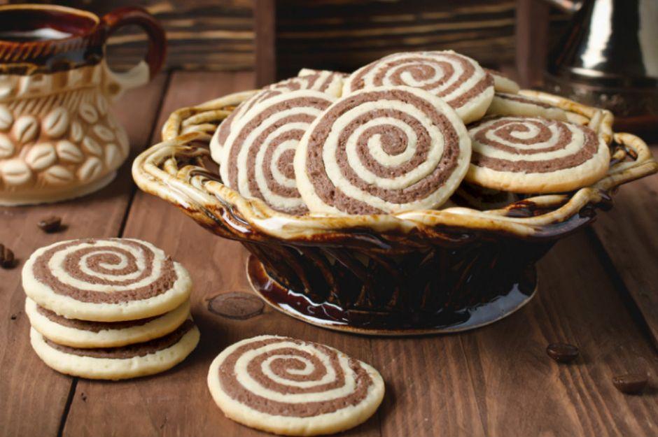 https://yemek.com/tarif/iki-renkli-rulo-kurabiye| İki Renkli Rulo Kurabiye Tarifi