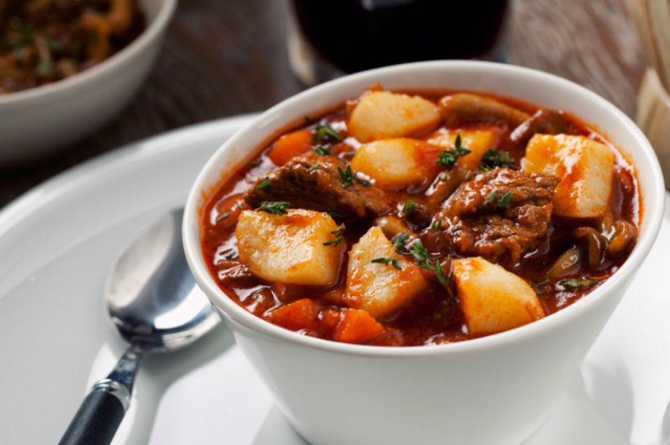 https://yemek.com/tarif/patatesli-yahni | Patatesli Yahni Tarifi