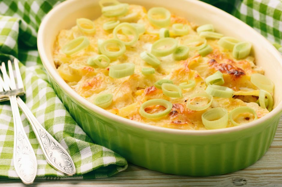 http://yemek.com/tarif/pirasali-patates-graten | Pırasalı Patates Graten Tarifi