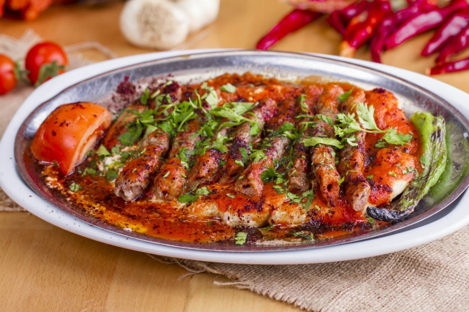 https://yemek.com/tarif/manisa-kebabi/#.WNUGwfmLTIU | Manisa Kebabı Tarifi