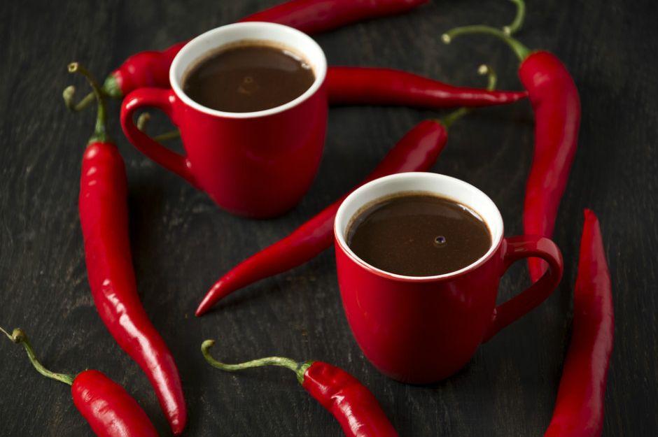 http://yemek.com/tarif/aci-biberli-sicak-cikolata | Acı Biberli Sıcak Çikolata Tarifi