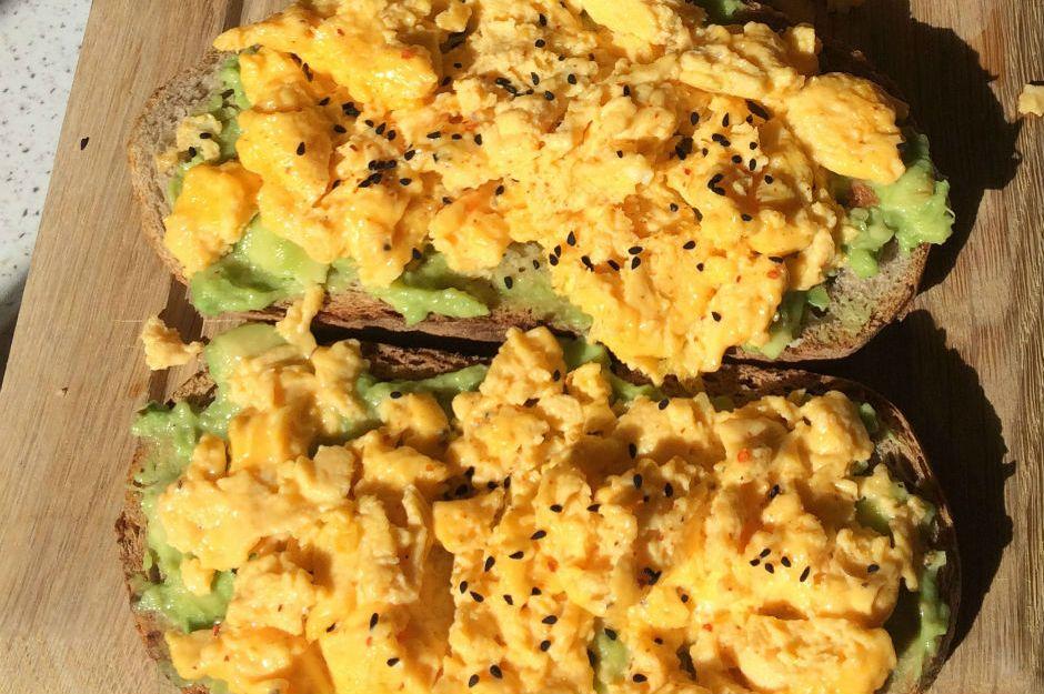 Çırpılmış Yumurtalı Avokadolu Tost