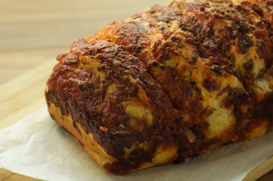 Kıymalı Kaşarlı Baton Ekmek