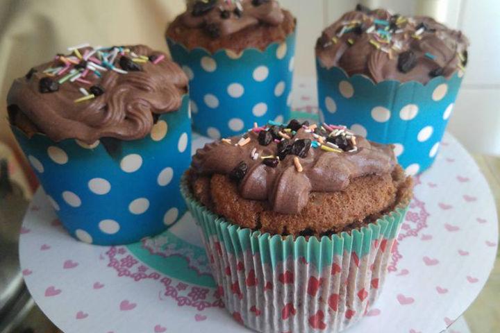 https://yemek.com/tarif/kakaolu-damla-cikolatali-cupcake | Kakaolu Damla Çikolatalı Cupcake Tarifi