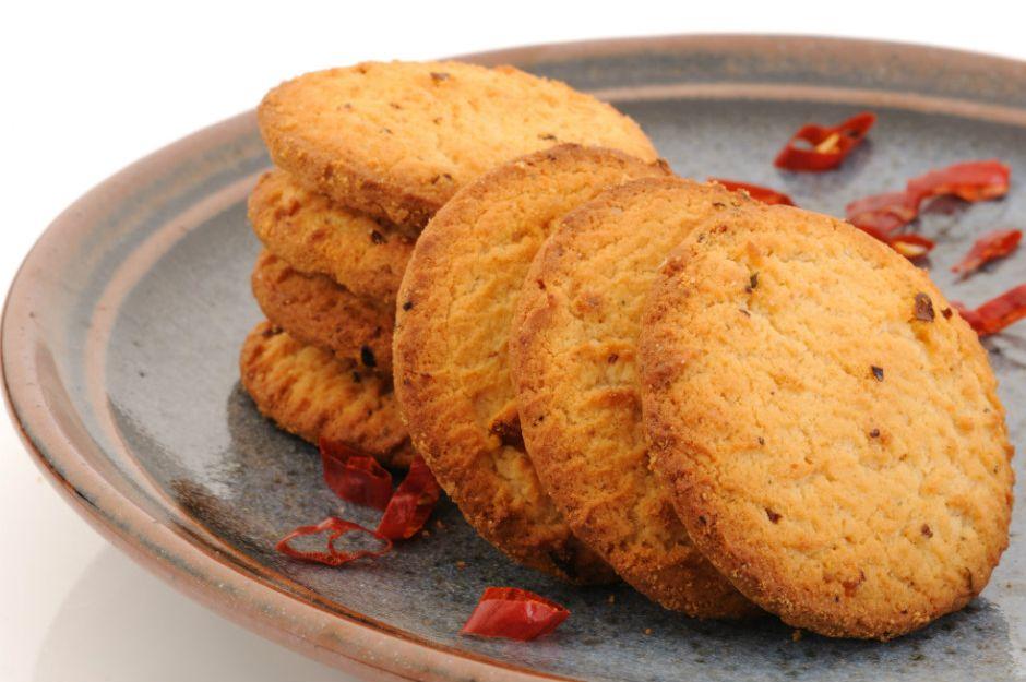 https://yemek.com/tarif/aci-biberli-kurabiye/ | Acı Biberli Kurabiye Tarifi