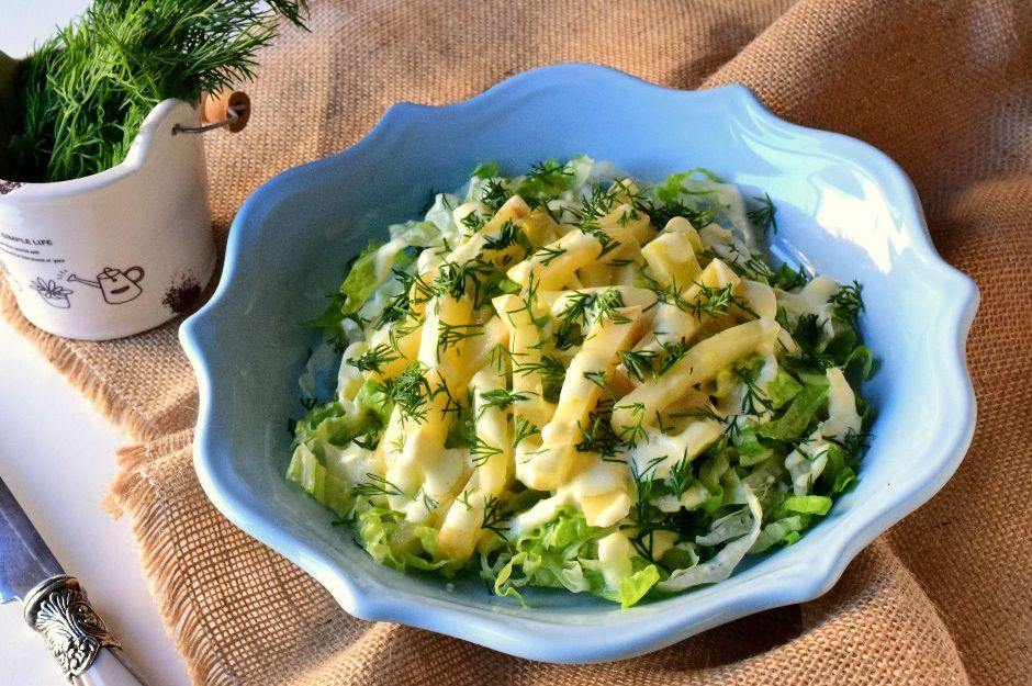 https://yemek.com/tarif/kerevizli-yesil-salata/ | Kerevizli Yeşil Salata Tarifi