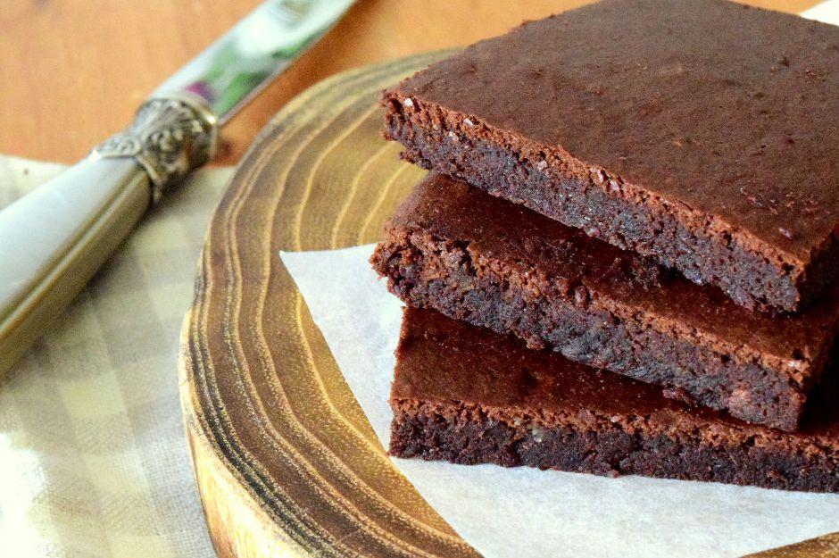 https://yemek.com/tarif/siyah-fasulyeli-brownie | Siyah Fasulyeli Brownie Tarifi