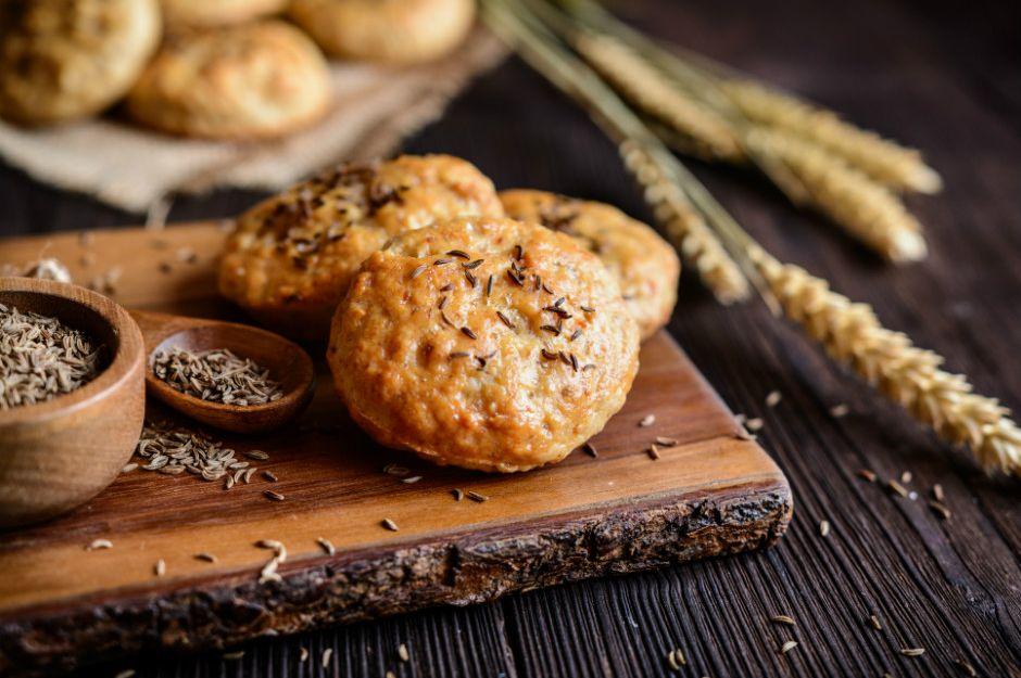 https://yemek.com/tarif/parmesanli-baharatli-kurabiye/ | Parmesanlı Baharatlı Kurabiye Tarifi