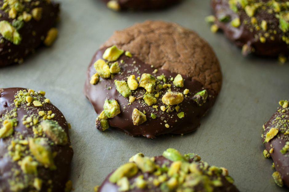 https://yemek.com/tarif/antep-fistikli-kakaolu-kurabiye/ | Antep Fıstıklı Kakaolu Kurabiye Tarifi