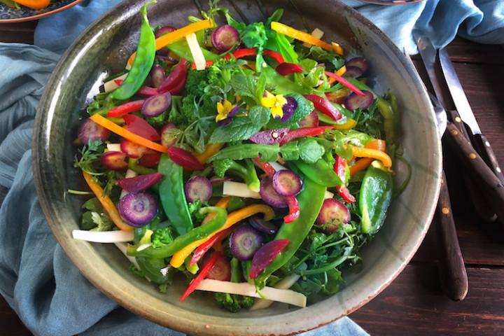 https://yemek.com/tarif/bahar-salatasi | Bahar Salatası Tarifi