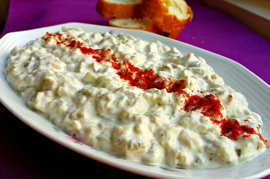 https://yemek.com/tarif/yogurtlu-patlican-salatasi/ | Yoğurtlu Patlıcan Salatası Tarifi