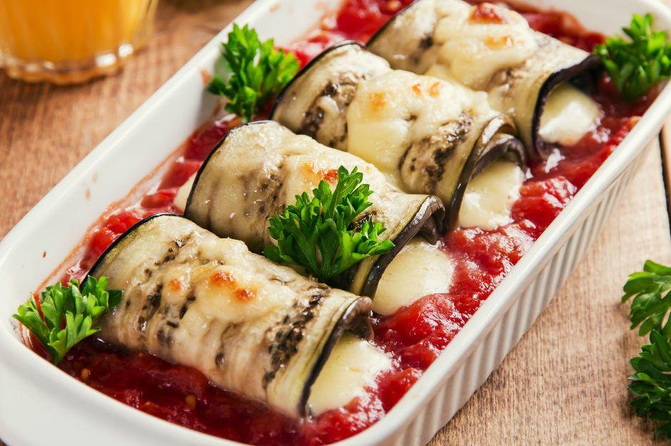 https://yemek.com/tarif/domates-soslu-izgara-patlican/ | Domates Soslu Izgara Patlıcan Tarifi
