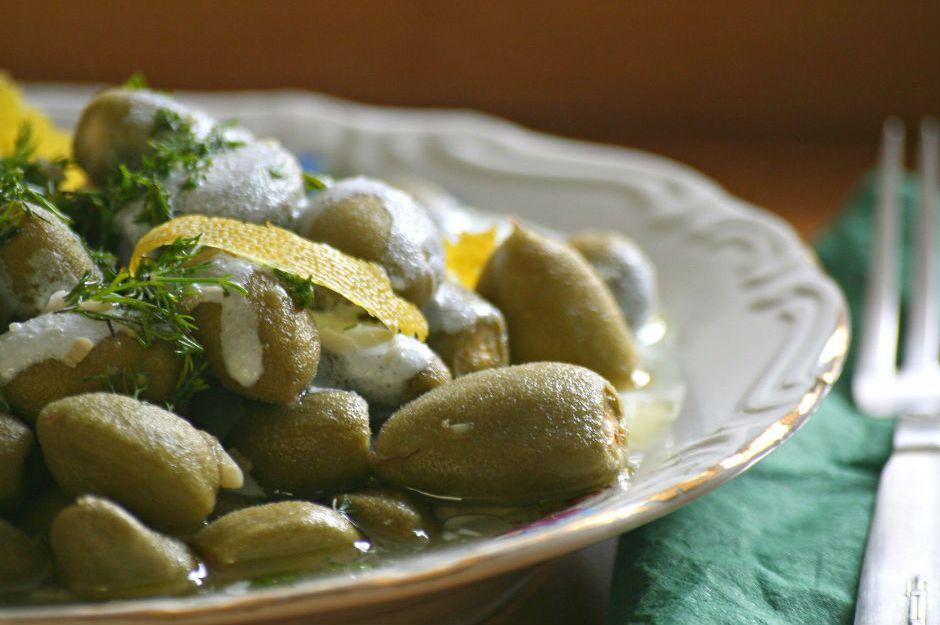 https://yemek.com/tarif/yogurtlu-ve-zeytinyagli-cagla | Yoğurtlu ve Zeytinyağlı Çağla Tarifi