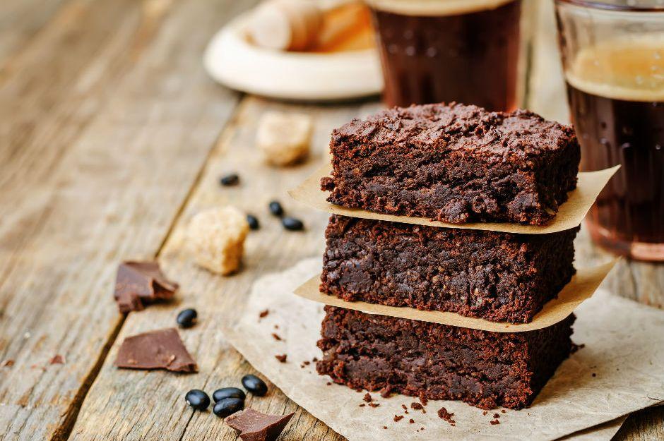 https://yemek.com/tarif/bitter-cikolatali-brownie/ | Bitter Çikolatalı Brownie Tarifi