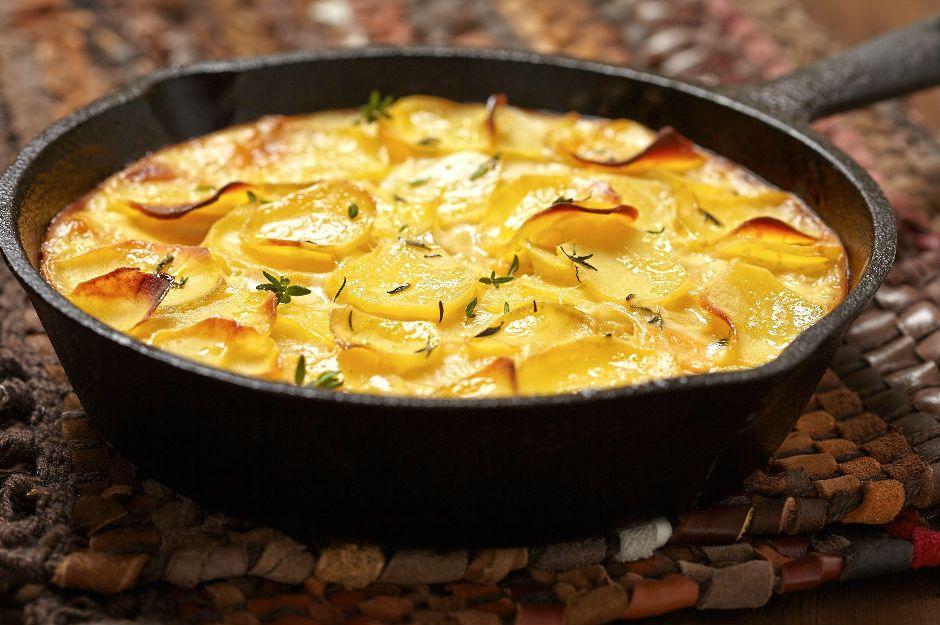 http://yemek.com/tarif/dokum-tavada-patates-graten/ | Döküm Tavada Patates Graten Tarifi